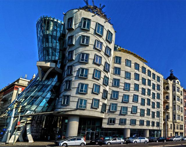 Интересные достопримечательности Праги - Танцующий дом