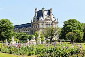 Лувр в Париже достопримечательности